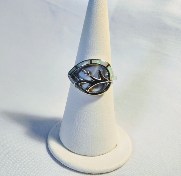 Tree of Life Ring - White - 1,5x2cm Size 15