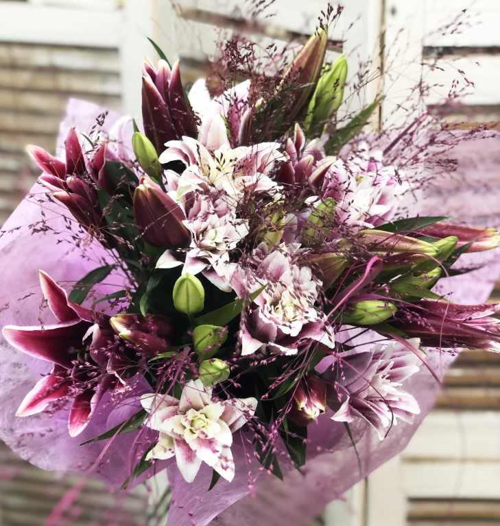 Bouquet of 8 Pink Liliums with Colored Leaves