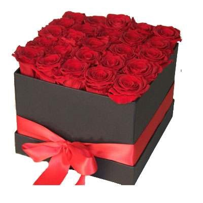 Fixed red roses in a box