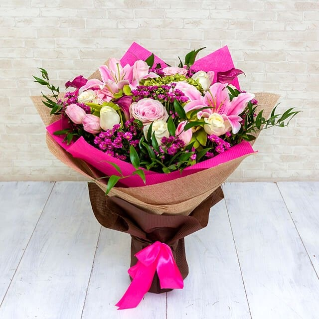 Seasonal bouquets 5 - pink magic