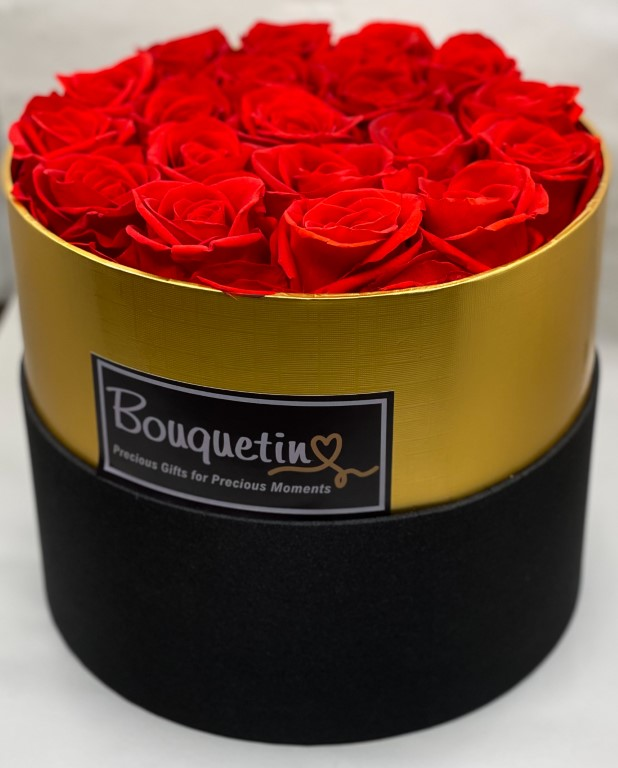19 Eternity Preserved Forever Roses in a Luxury box - Red