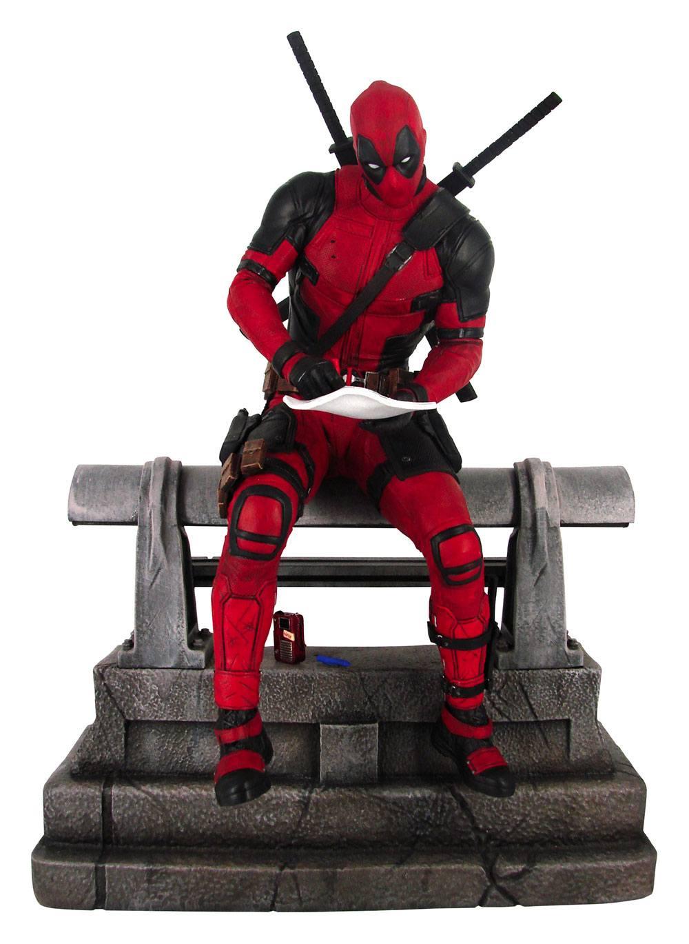 Marvel Movie Premier Collection Statue Deadpool