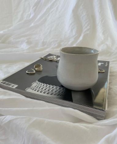 ceramic curvy mug in Beige - 6cm D