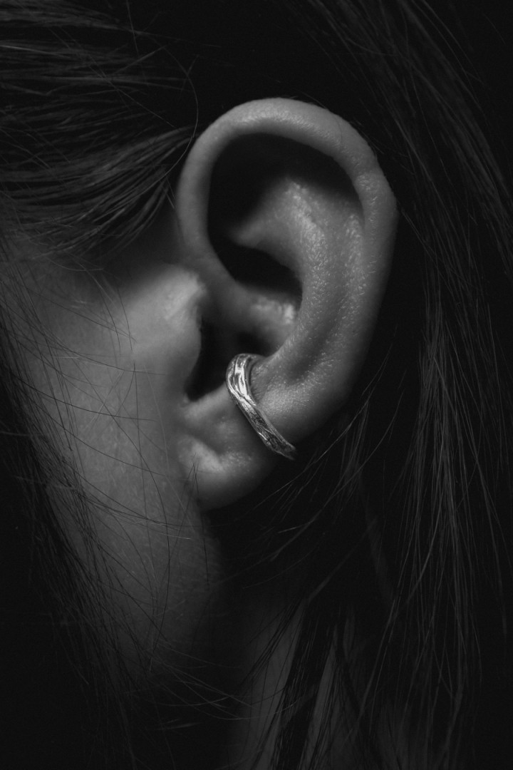 THIN NO PIERCING EAR CUFF NA095 in silver