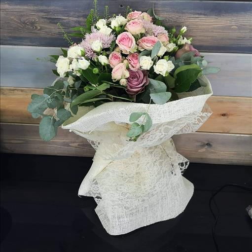 WHITE MINI ROSES AND ROSES BOUQUET