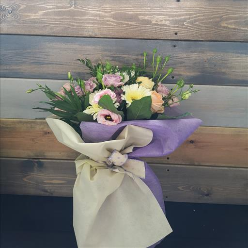 ROSES AND MINI ROSES BOUQUET