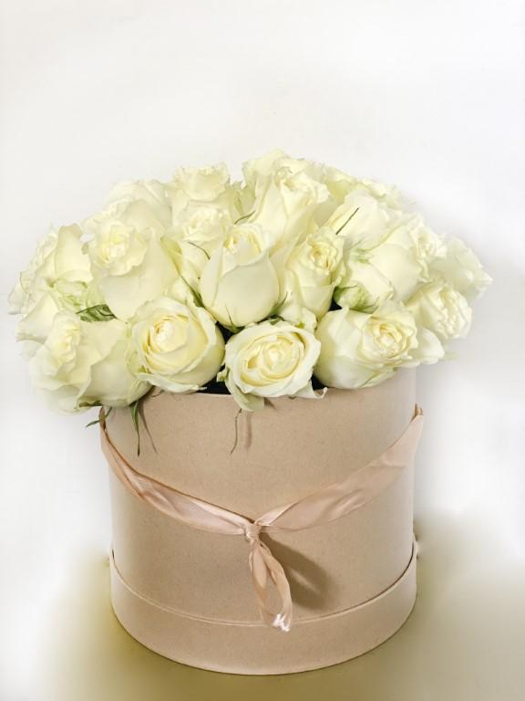 30 White Roses Flower Box