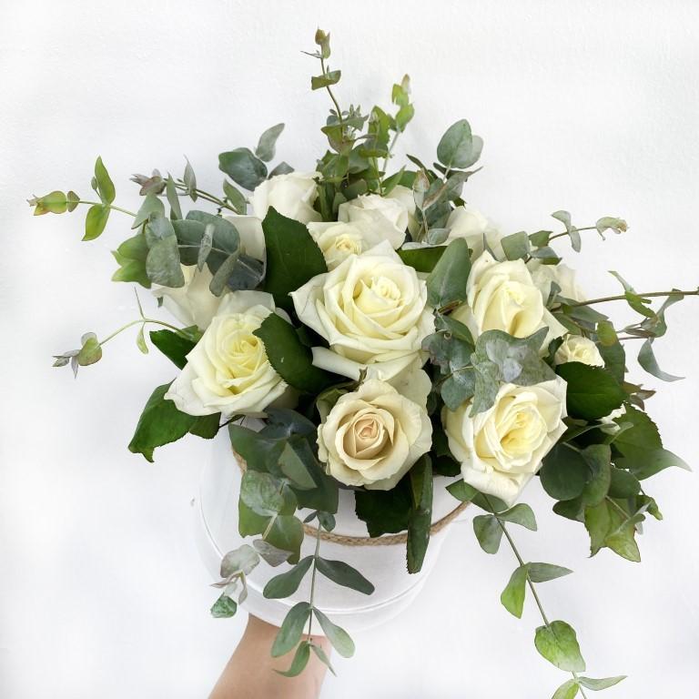20 White Roses Flower Box