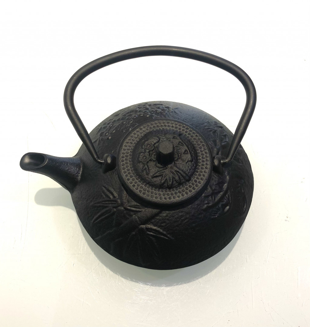 Cast iron teapot with filter - black