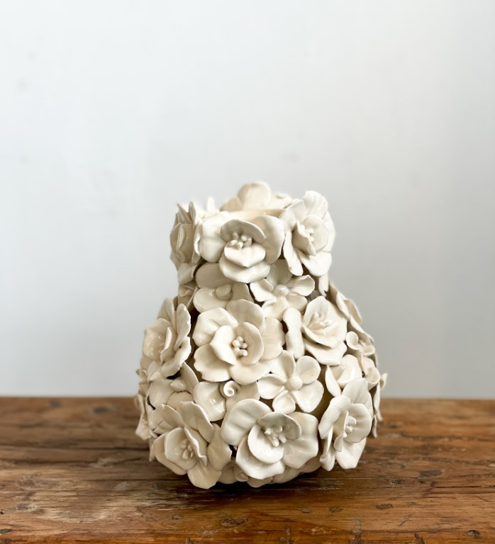 Vase deco with flowers - white small