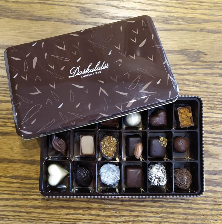 Tin Box 18 pieces