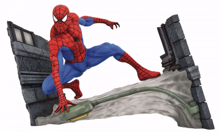 Diamond Select Toys Marvel Gallery: Spider-Man Comic Webbing PVC Diorama