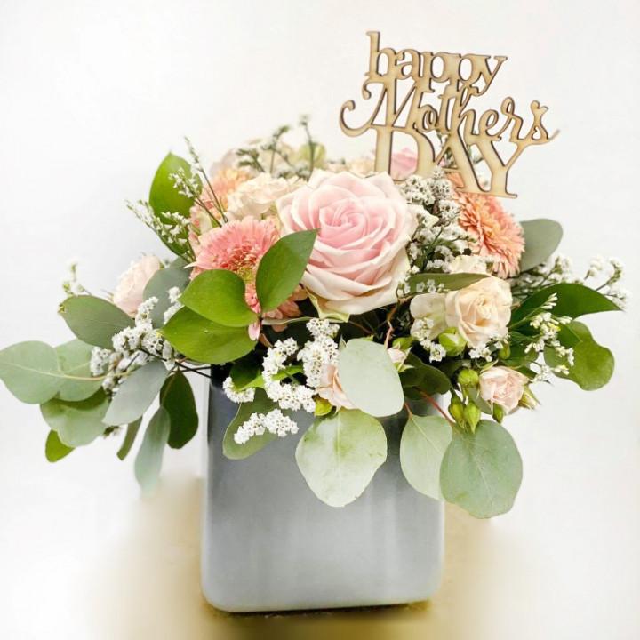 Kiveli flower arrangement