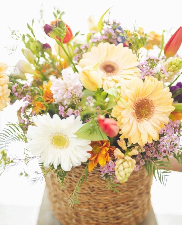 Fresh Flower round basket