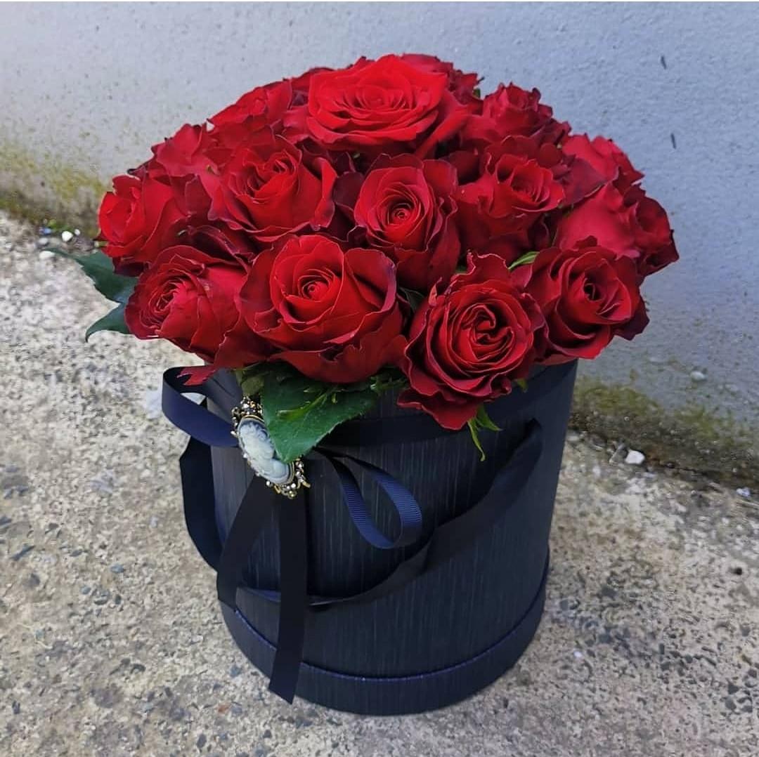 Big Romantic Box - Diamond-Full of Roses