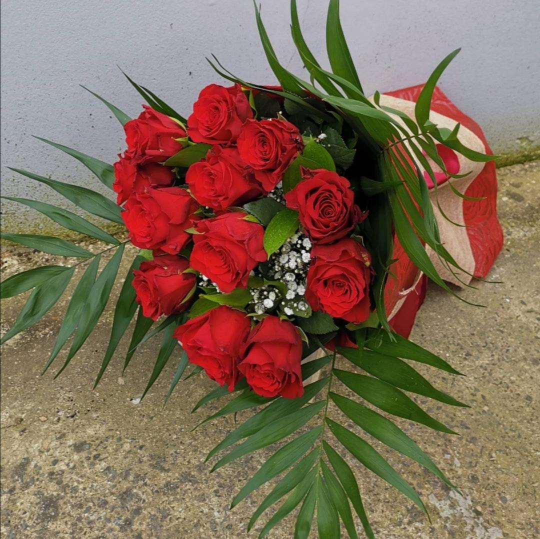 Big Red Roses - Gypsophilum - Greenery