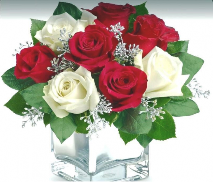 Clear Vase Rose Arrangement