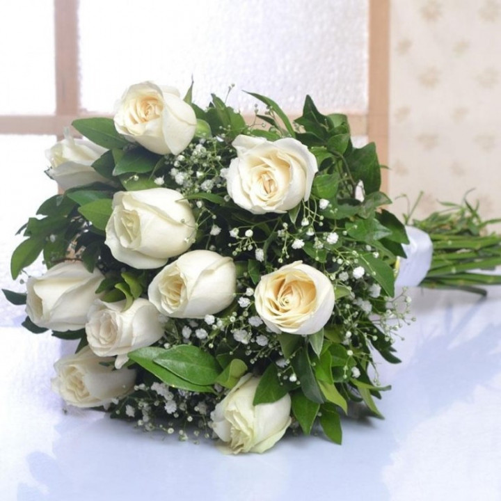 10 Roses White Bouquet