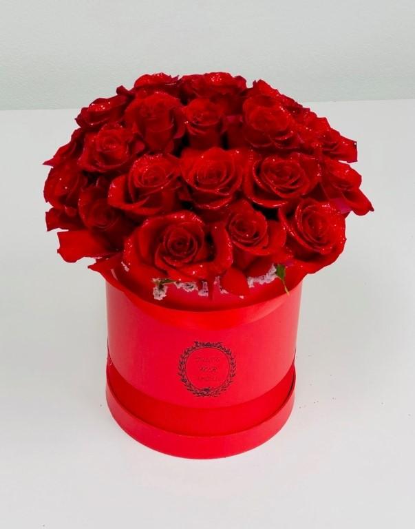 Box With Red Roses Medium