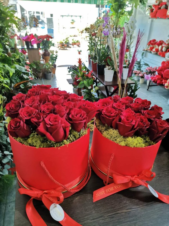 Box With Red Roses Big