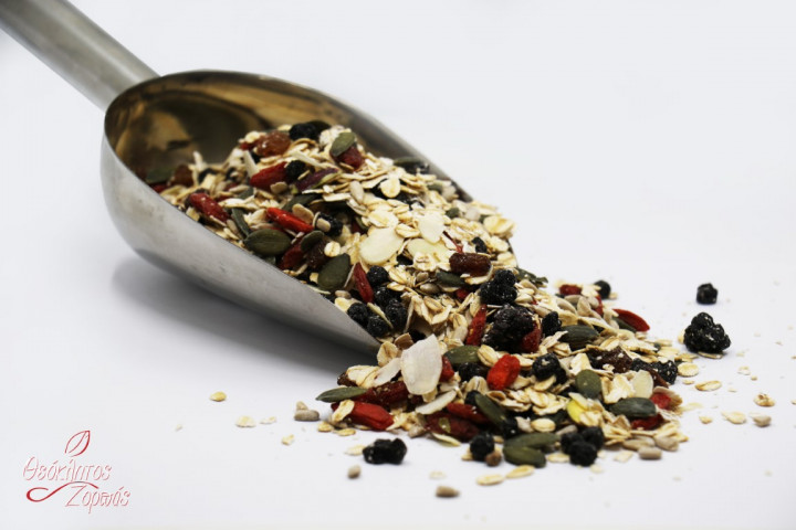 Muesli with Raw Nuts, Seeds, and Berries / Μούσλι με ωμούς ξηρούς καρπούς, σπόρους και μούρα - 0.5kg