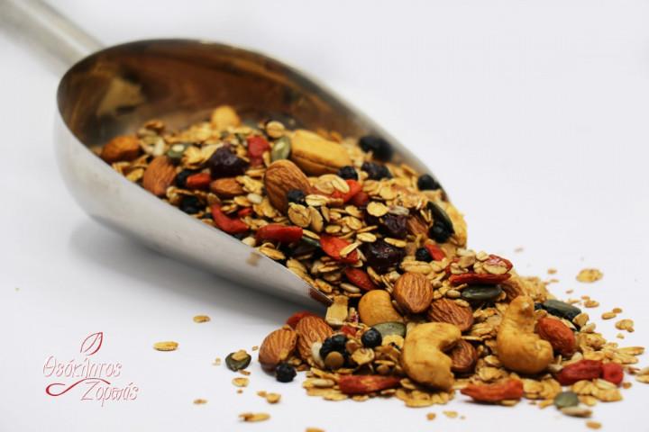 Granola with Oats, Goji Berries, Seeds, Nuts, and Dried Berries / Γκρανόλα με βρώμη, κότζι μούρα, σπόρους, ξηρούς καρπούς και εποξηραμένα μούρα - 0.5kg