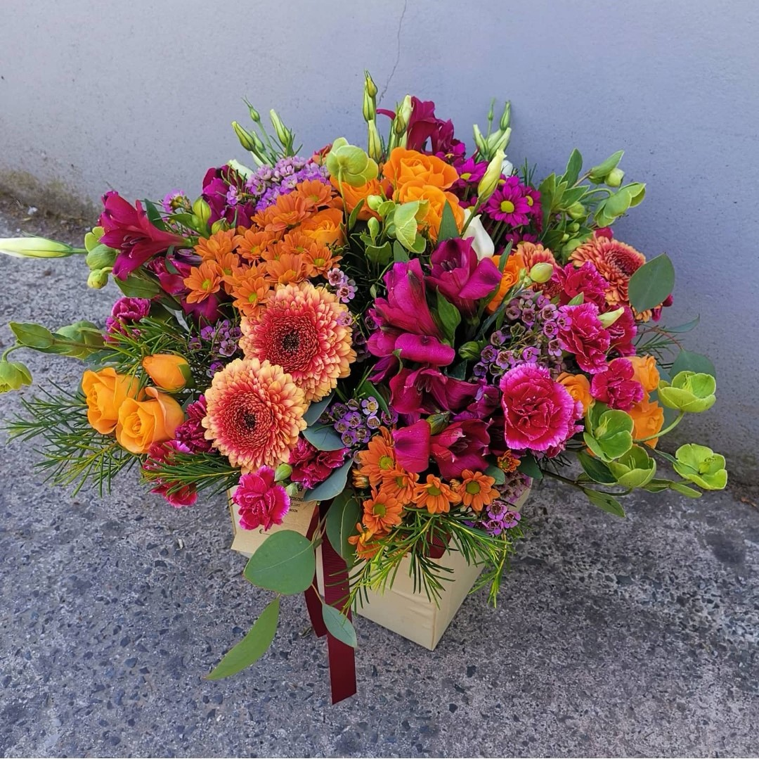 Big Box - Mix of colorful flowers