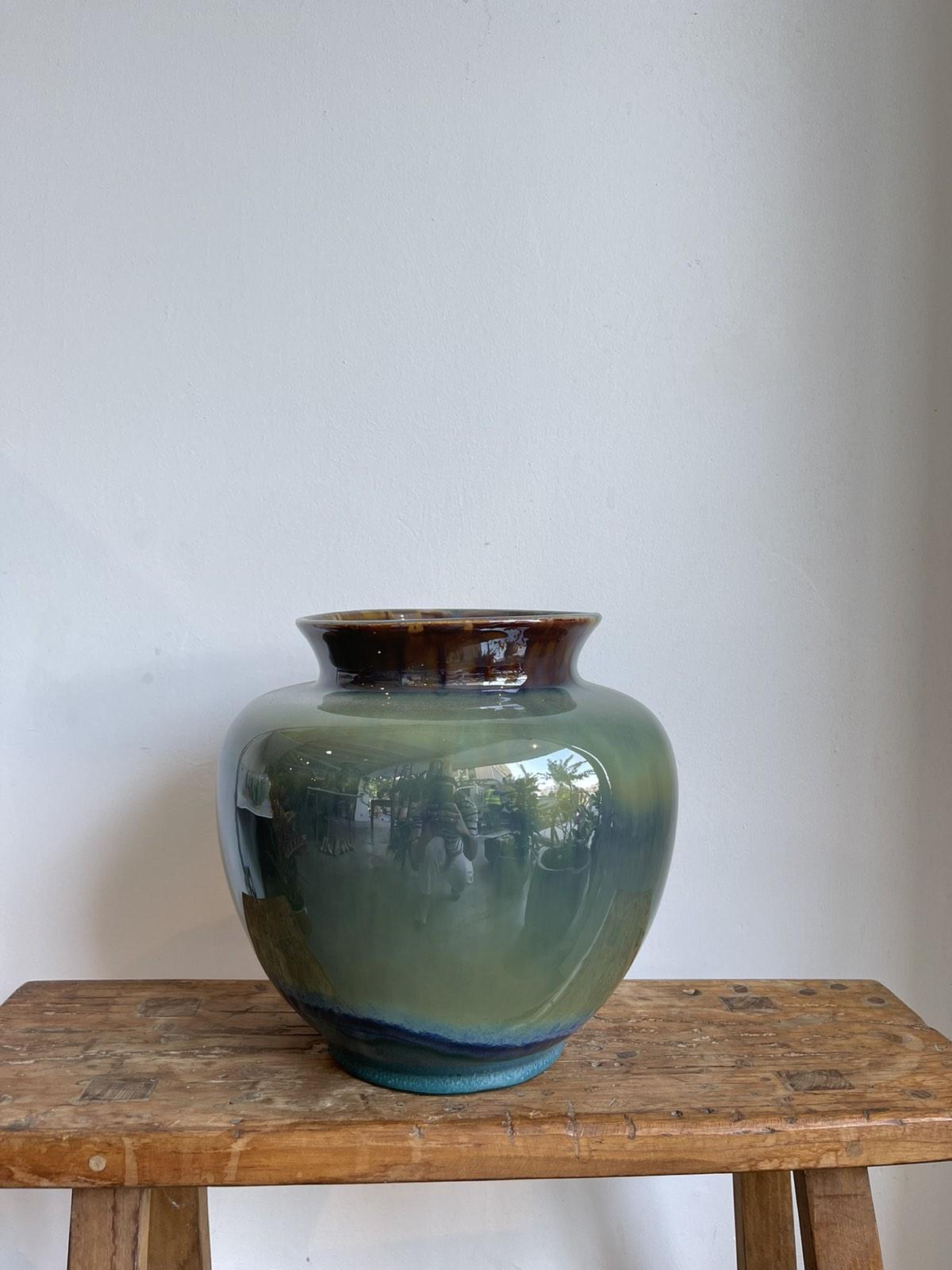 Vase reactive glaze