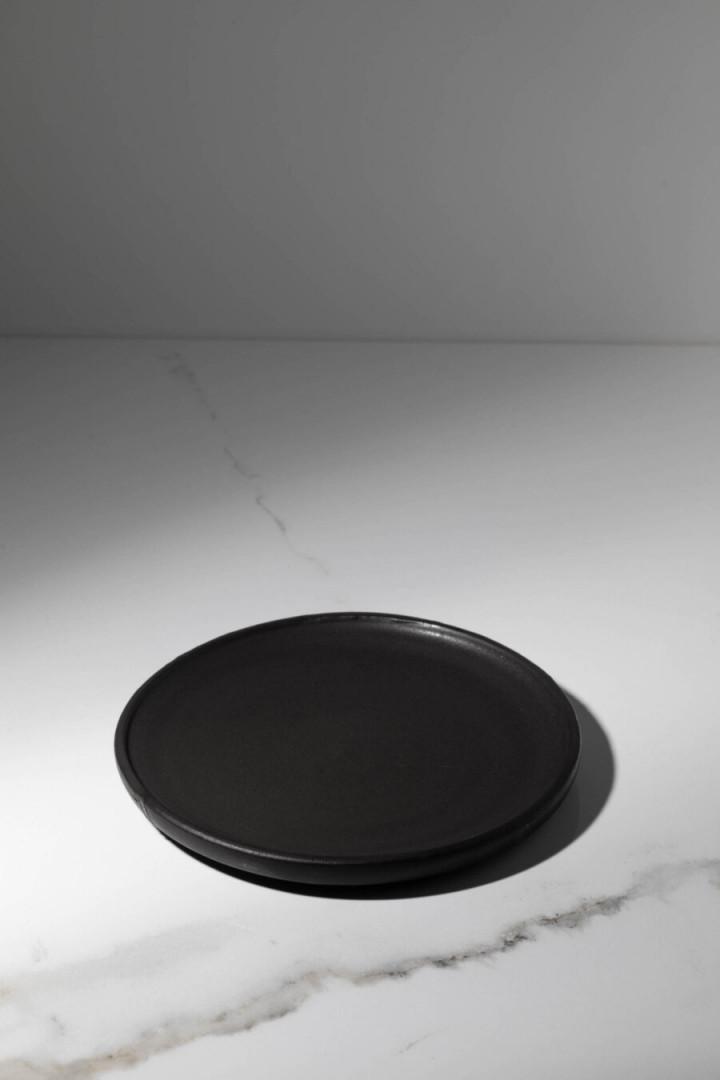 PLATE / BLACK / CERAMIC / S